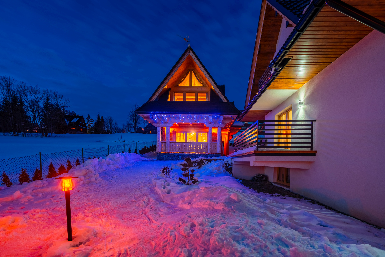 Apartamenty w Bukowinie widok zimowy domk贸w